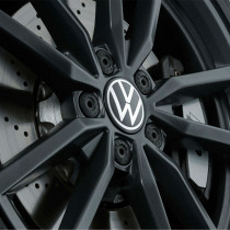 VW Dynamische Nabenkappen mit stehendem neuem Logo im Fahrbetrieb