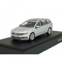 VW Passat Variant B8 1:43 Reflexsilber Metallic