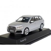 Audi Q7 Modell 2015 Florettsilber 1:43 Modellauto 5011407613