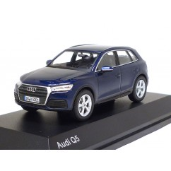 Audi Q5 1:43 Navarrablau 2017 5011605632 Modellauto iScale Blau